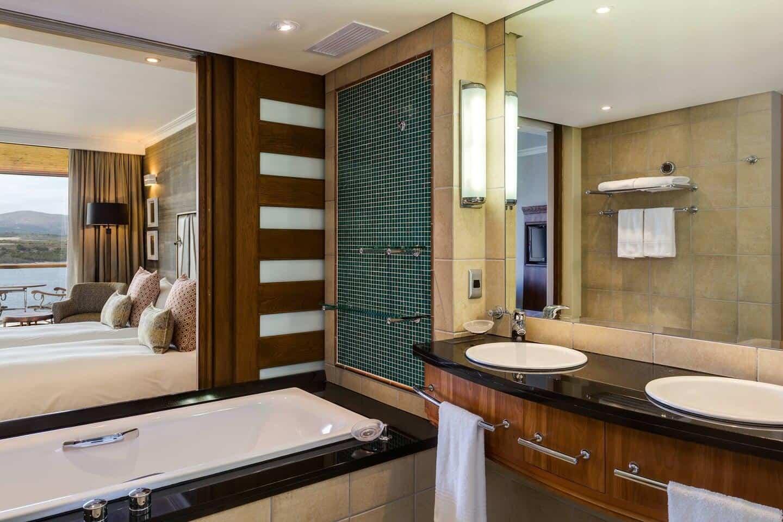 Arabella-Hotel-Grand-Deluxe-Bathroom