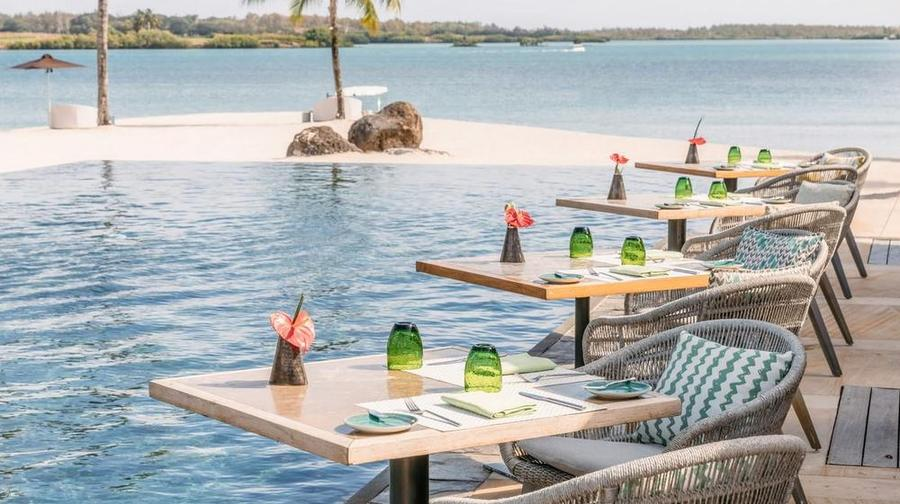 Four-Seasons-Anahita-Bambou-Restaurant-Terrace