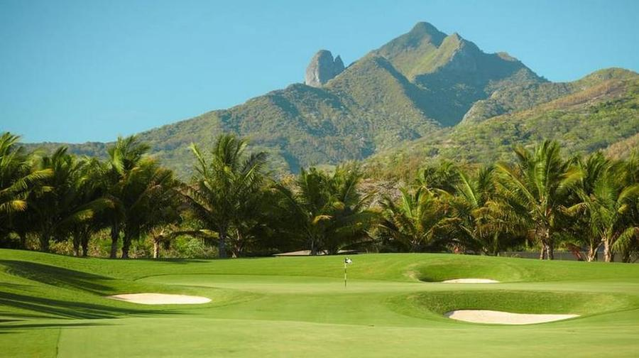 Four-Seasons-Anahita-Golf-Course