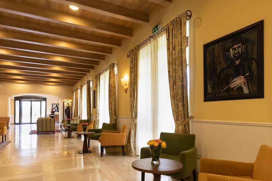 Il-Picciolo-Etna-Lobby