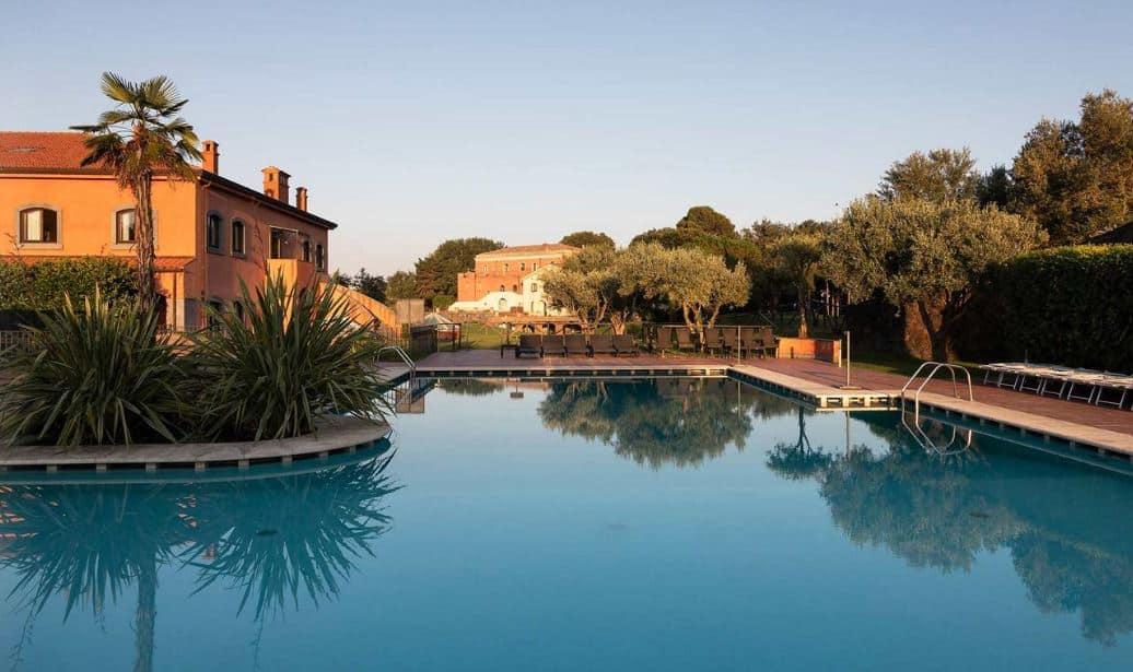 Il-Picciolo-Etna-Pool-area