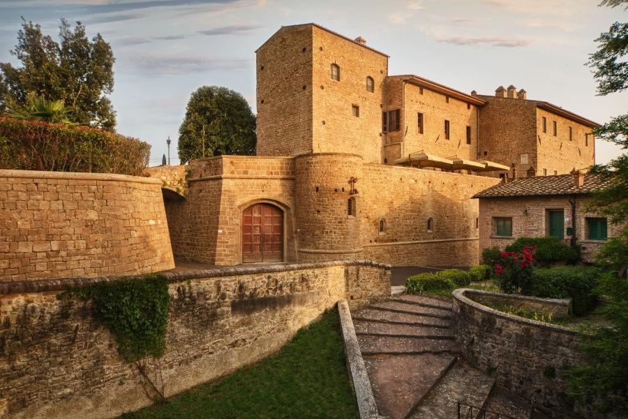 La-Tabaccaia-Entrance-to-the-castle