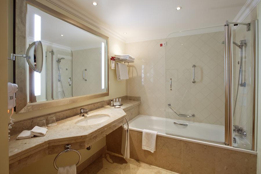 Marriott-PDR-Guest-room-Bathroom
