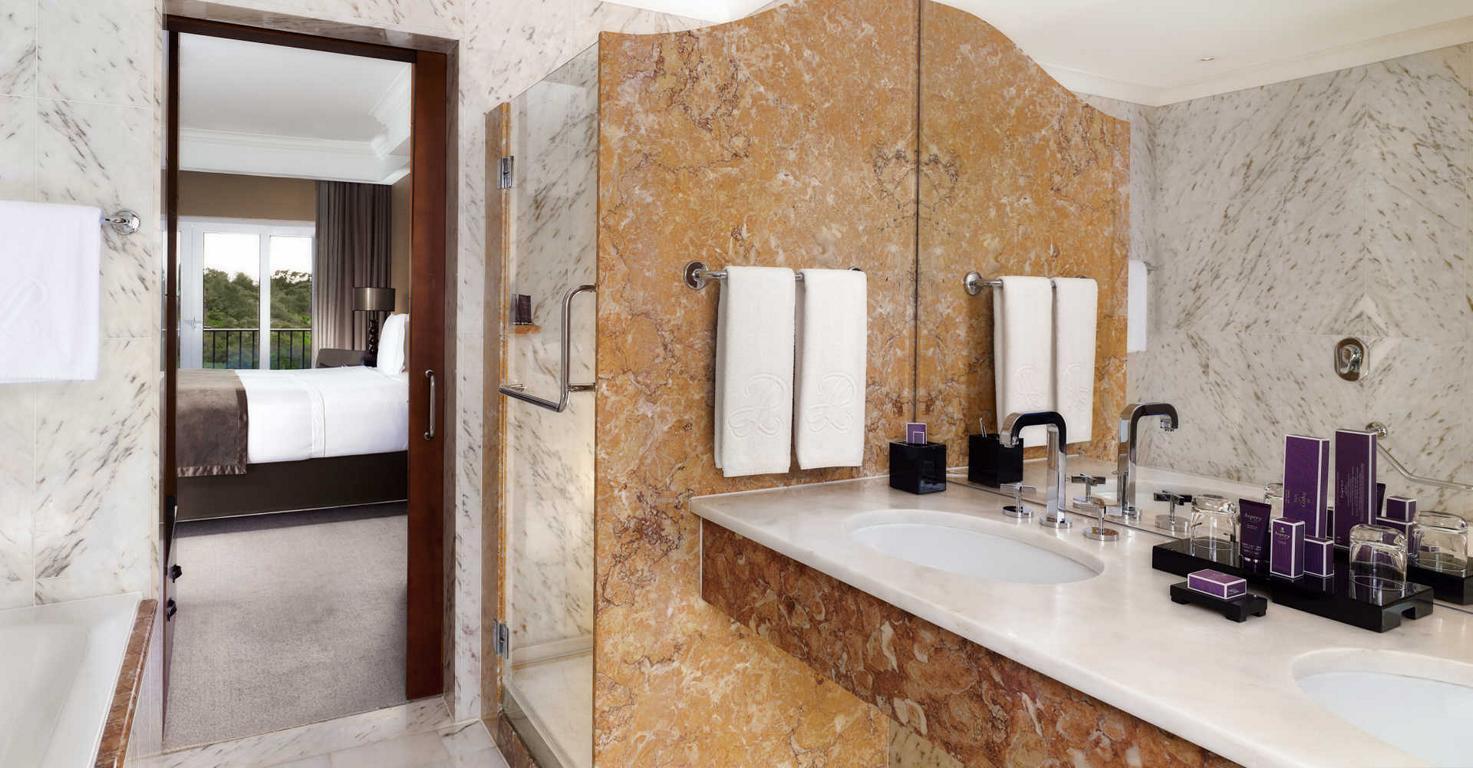 Penha Longa Deluxe Bathroom