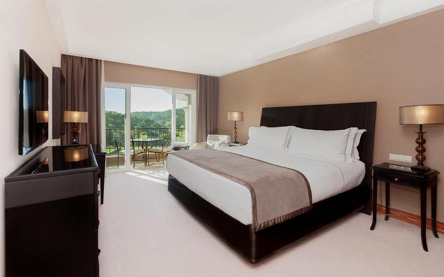 Penha-Longa-Deluxe-Room-Natural-Park-View