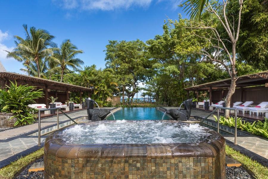 Shanti-Maurice-Resort-Spa-Whirlpool