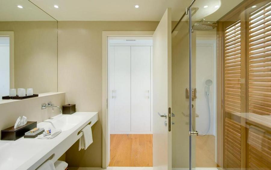 Vila Vita Parc Deluxe Room Bathroom